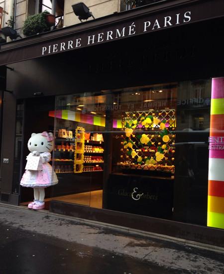 A Hello Kitty le regalan por su cumpleaños unas practicas en el taller de Pierre Hermé en París