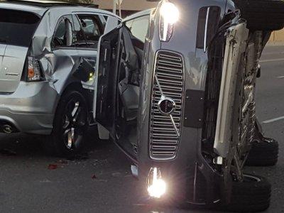 El coche autónomo de Uber en problemas tras un nuevo accidente a gran velocidad
