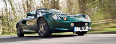 Rodeado de mecánicos que echaron horas extras en Nochebuena: así nació en 1994 el Lotus Elise, el Lotus más exitoso de la historia