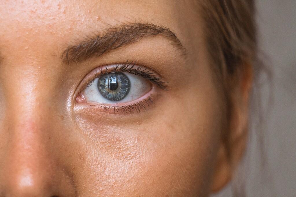 Tengo temblores en el ojo: qué son, por qué se dan estas palpitaciones y cómo puedo aliviarlas
