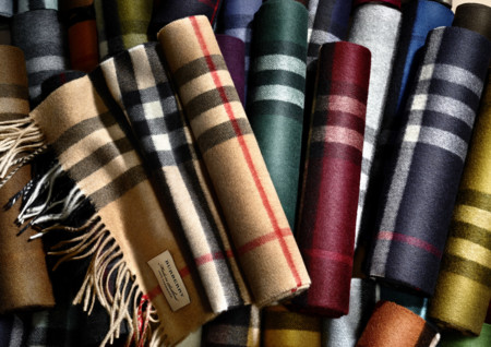 The Burberry Scarf Bar Classic Cashmere Scarve 003