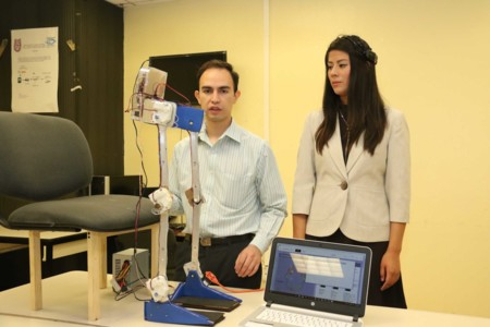 Este exoesqueleto desarrollado en el IPN puede ser controlado por ondas cerebrales