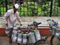 Los dabbawalas de Bombay. Comida caliente de casa entregada en la oficina por el sistema de reparto más eficiente del mundo