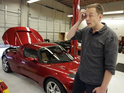 """Elon Musk: """"los problemas de producción en Tesla se deben a la excesiva automatización. Los humanos están infravalorados"""""""