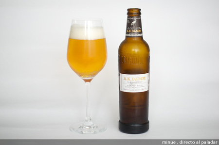 Cata de cerveza Ak Damm - copa