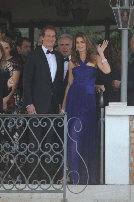 azul vestido cindy crawford george clooney boda