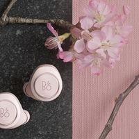 Bang & Olufsen lanza una versión colorista de los Beoplay E8 bajo el nombre de Powder Pink Special Edition