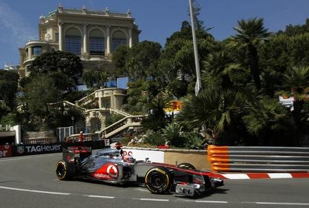 La lluvia desluce un poco los segundos libres del día en Mónaco. Jenson Button al frente