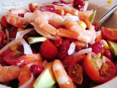 Ensalada de alubias, maíz y langostinos. Receta