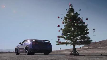 Vídeo: Hoy vas a aprender a quitar el árbol de Navidad con tu Nissan GT-R
