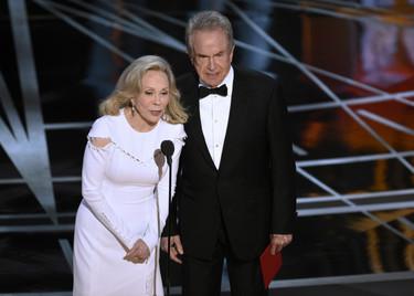 Los mejores memes sobre el error catastrófico de los Oscar, sin olvidarnos del resto de la gala (por supuesto). Actualizado