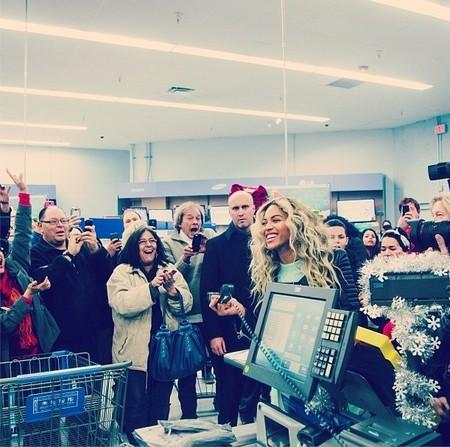 Estar en un supermercado y que pague Beyoncé: cosas que solo pasan en Navidad