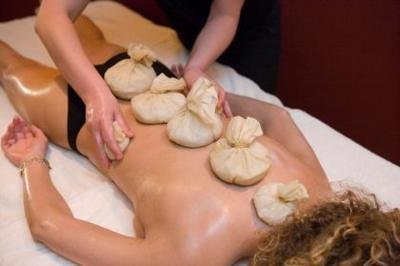 Los riesgos de acudir a un masajista, curandero, iridiólogo...