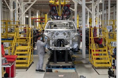 Primer Aston Martin Dbx Sale De La Linea De Produccion 11