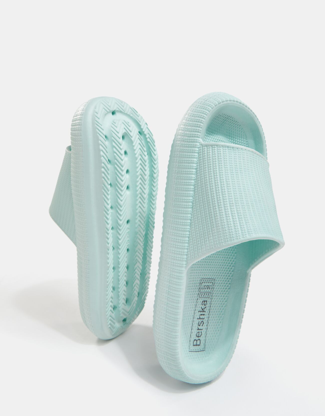 Sandalia plana textura.