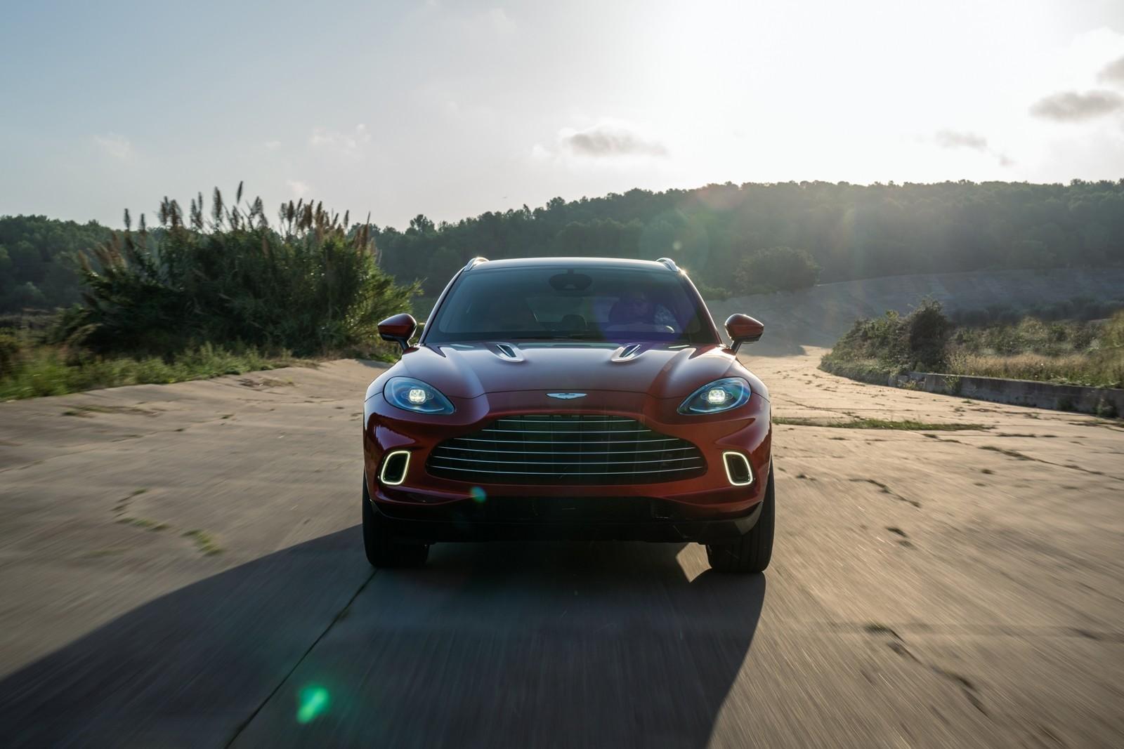 Foto de Aston Martin DBX 2020 (28/36)