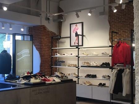 Interior tienda Geox