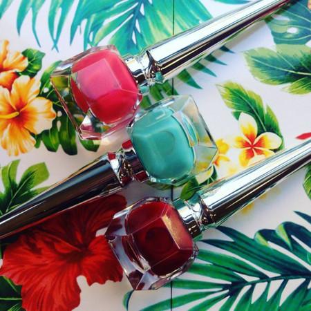 Louboutin nos dice aloha y nos propone el look de las pin-up hawaianas de los años 50 con sus lacas Hawaii Kawai