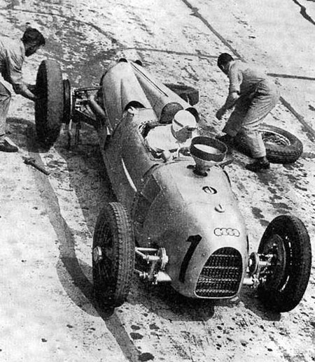 1934_german_gp_hans_stuck_auto_union_a_1st