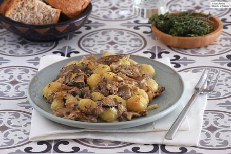 Ñoquis gratinados con salsa cremosa de setas y parmesano