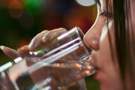 En esta Navidad más que nunca, bebe suficiente agua