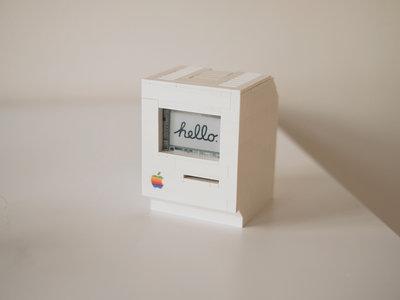 Que no te engañen tus ojos: esto es una réplica de un Macintosh Classic con LEGO y una Raspberry Pi