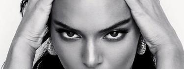 Aunque pueda parecerlo no es Kris Jenner, tan solo es Kendall Jenner con su último cambio de look