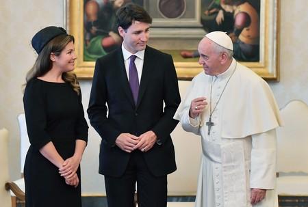 Trudeau, su esposa y un tocado, esta visita al Papa sí que nos encanta
