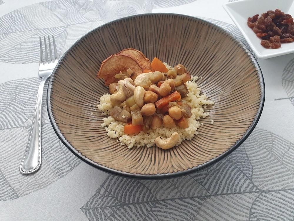 Receta de cuscús con garbanzos, verduras y anacardos: receta fácil, vegana y saludable