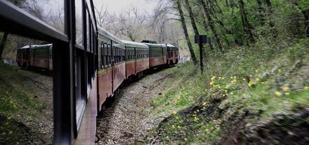 El Expreso De La Robla Viaja En Un Ferrocarril Clasico Por El Norte De Espana