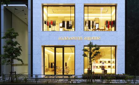 Alexander McQueen se instala en Japón con su primera boutique insignia