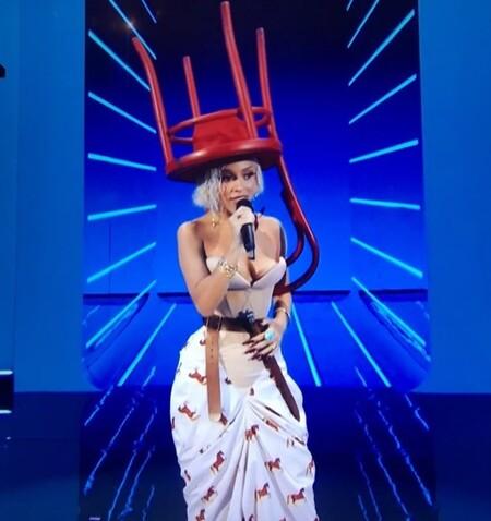 De la silla en la cabeza de Doja Cat a la doble de Avril Lavigne: los MTV VMAs 2021 en ocho momentazos