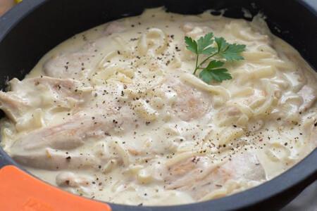 Pechugas de pollo con salsa de quesitos: receta fácil para sorprender en casa