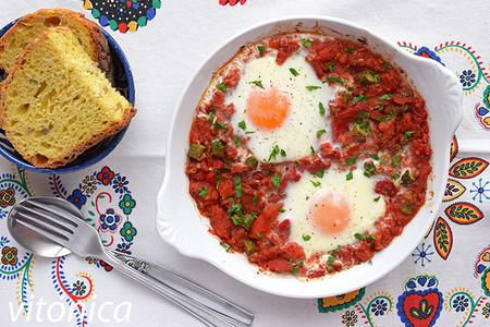 Huevos Al Horno Con Salsa De Tomate Y Pimiento Asado