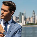 Adam Gallagher se convierte en imagen de Hugo Boss para su campaña de relojes de este verano