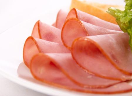 Pechuga de pollo y de pavo en lonchas, ¿tan sanas como pensamos?