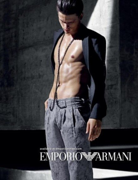 Emporio Armani, campaña Primavera-Verano 2011
