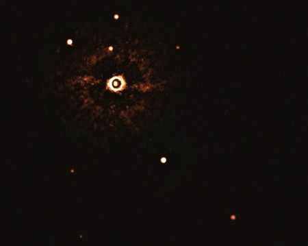 Esta es la primera imagen en la historia de un sistema planetario orbitando alrededor de una estrella similar al Sol