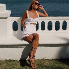 Calzado plano que nos encanta: desde mules hasta sandalias, estos modelos rebajados en color negro combinan estilo y comodidad