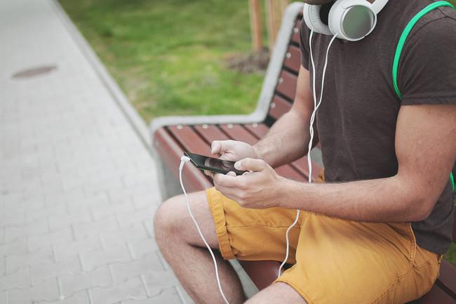 La OMS está borracha: ahora recomienda no escuchar más de una hora de música al día