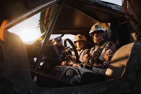 Carlos Sainz sigue preparando el Dakar 2014 con SMG