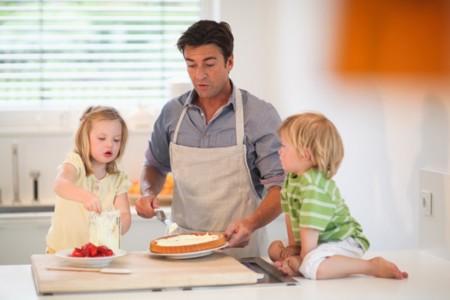 No todos son noticia pero los hemos encontrado: padres que aparcaron su carrera profesional para cuidar de sus hijos