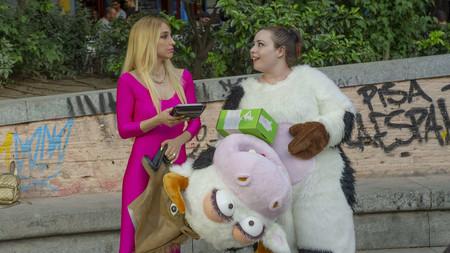 'Por H o por B': una buena comedia de HBO que se impregna en ADN castizo