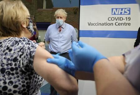 """Nadie va a ser """"la primera persona en vacunarse contra el coronavirus"""": ya hay más de un millón de personas vacunadas en todo el mundo"""