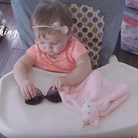 Juguetes versus cosas al azar: el gracioso vídeo que muestra que los bebés prefieren objetos cotidianos para jugar