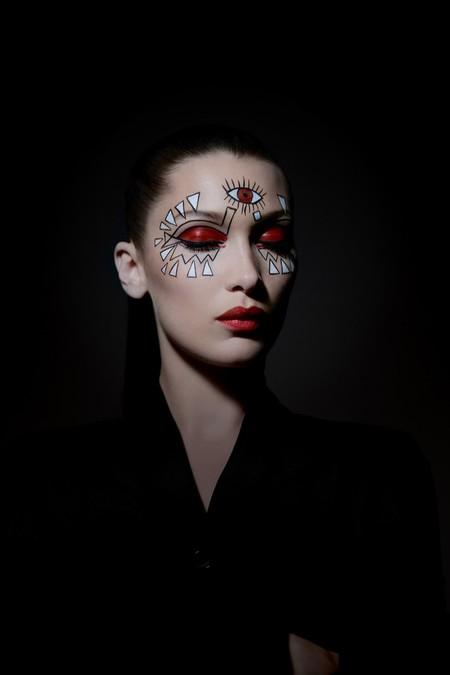 Para derrochar estilo este Halloween toma nota de los looks de la última campaña de Dior con Bella Hadid