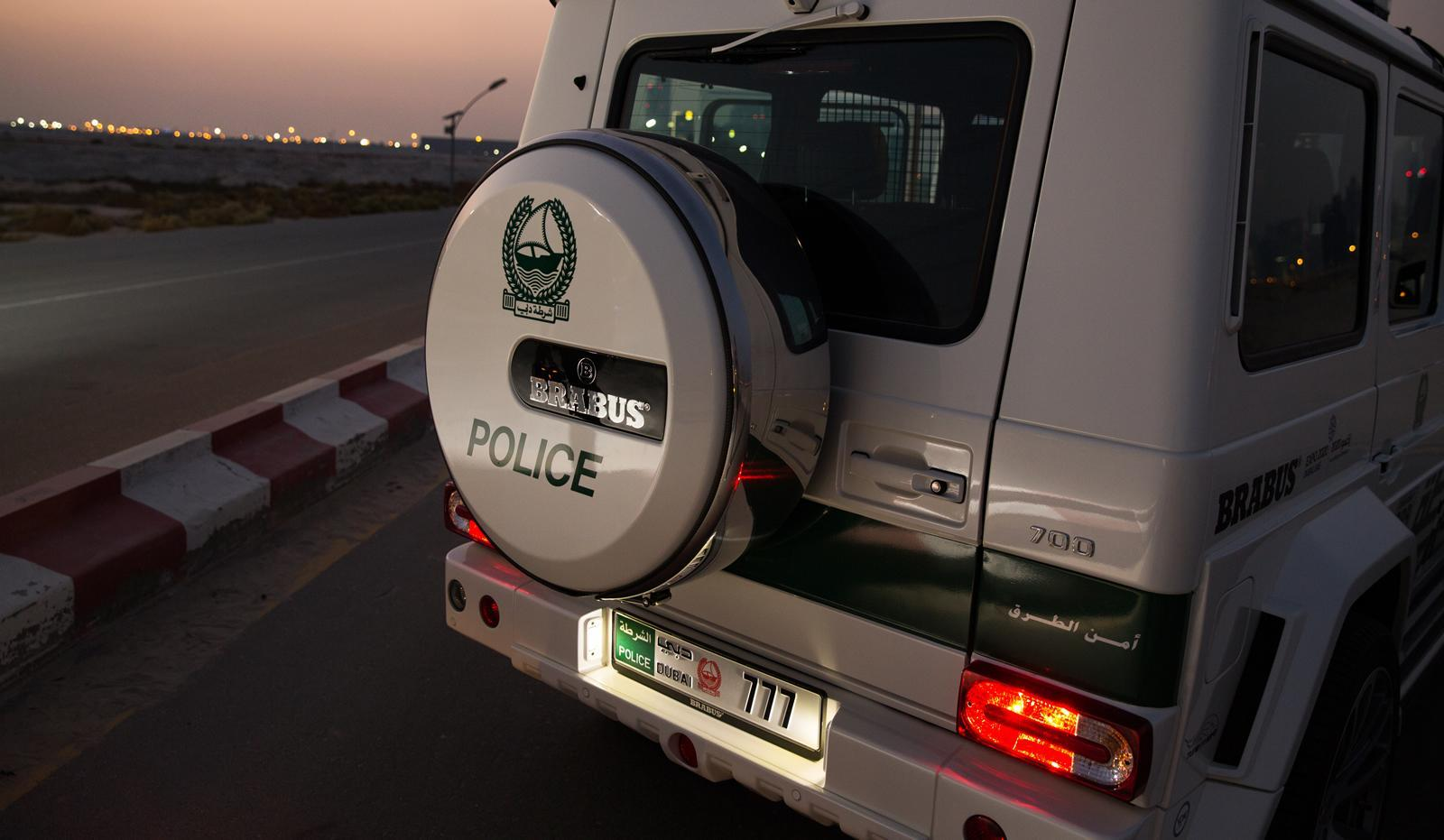 Foto de Brabus B63S–700 Widestar Policía Dubái (8/30)