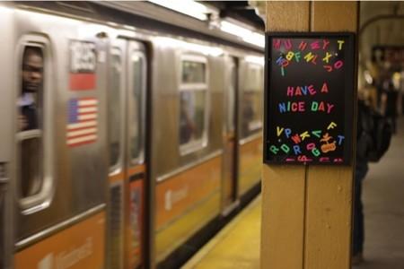 Rotten Apple, el arte urbano que te alegrará el día aunque sea lunes