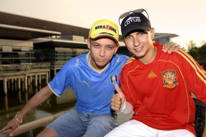 Rossi y Lorenzo ante el partido España - Italia