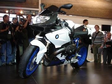 BMW estará en SBK para el 2009, y presenta la HP2 Sport